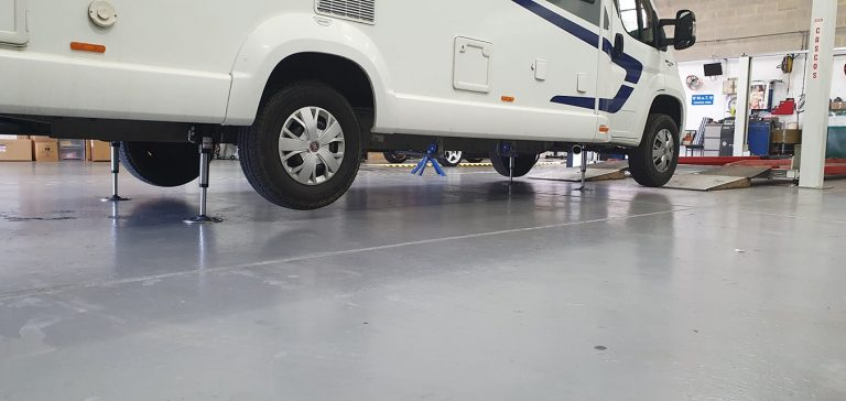 Hydraulic jack for motorhome