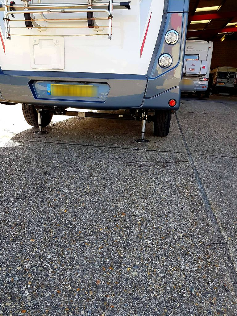 Motorhome levelling system in action